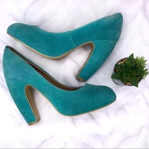 Kimchi Blue Gretel Suede Teal Chunky Pumps Size 7